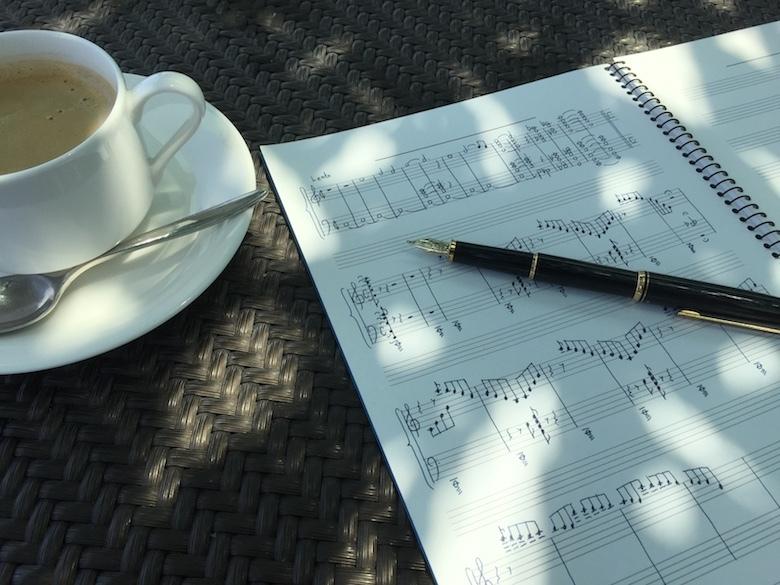 カフェで作曲